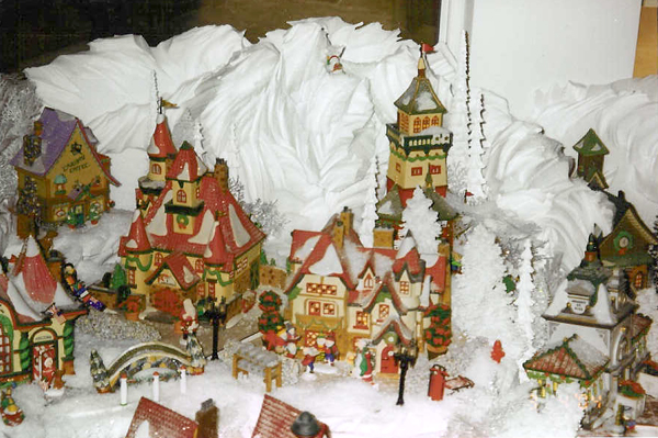 Snowy Mountain Village Display Tips