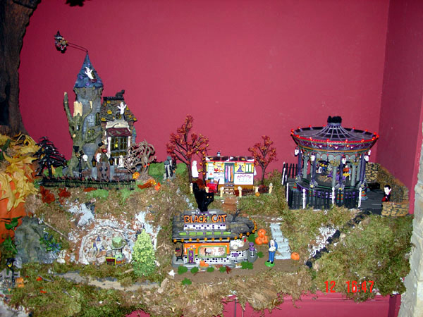 D56 Halloween Village Corner